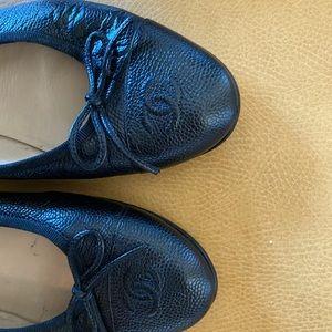 CHANEL Black Caviar Leather CC logo Ballet Flats